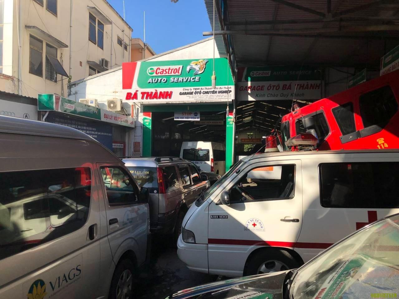 xe tại garage ô tô Bá Thành
