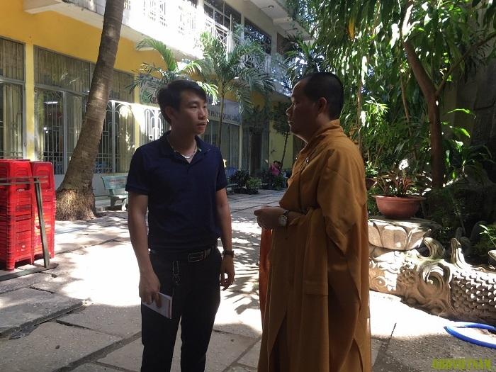 Giám đốc OBD Việt Nam thăm hỏi sư thầy trụ trì tại chùa Kỳ Quang