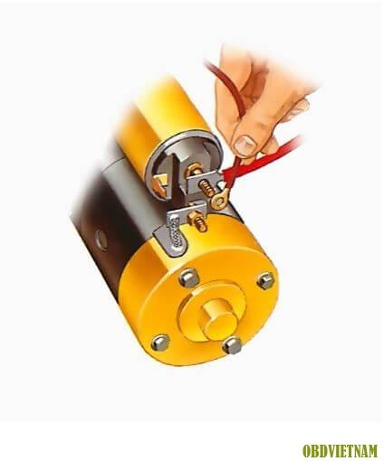 Lắp đầu nối mắt vào đế điện khởi động.