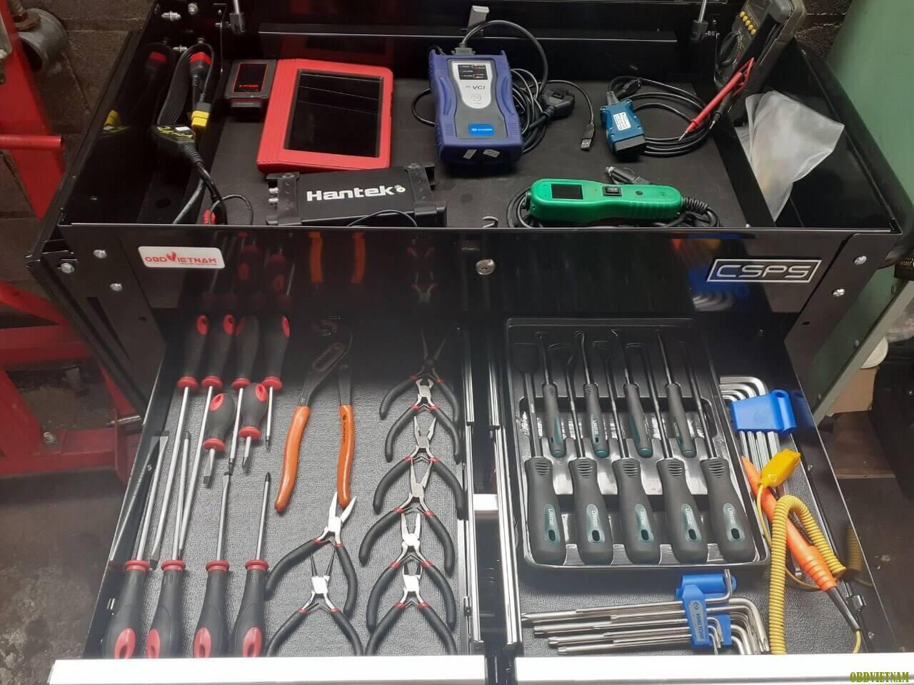 Máy chẩn đoán và dụng cụ đã được tích hợp sẵn trong tủ chẩn đoán luôn sẵn sàng đồng hành cùng Anh Em trong công việc sủa chữa