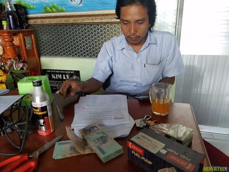 Anh Đạt gửi hoàn tất số tiền và nhận thiết bị Gscan 2 từ OBD Việt Nam