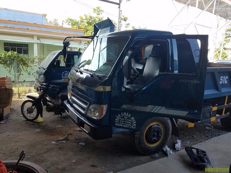 Các xe sửa chữa tại garage ô tô của anh Đạt