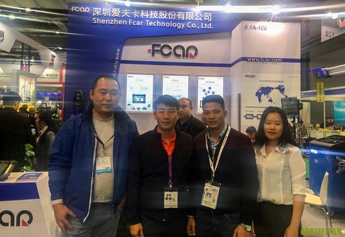 Đại diện OBD Việt Nam và Tập đoàn Fcar chụp hình lưu niệm tại Trung Quốc